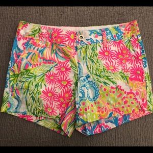 Lilly Pulitzer Lovers Coral print shorts sz.6